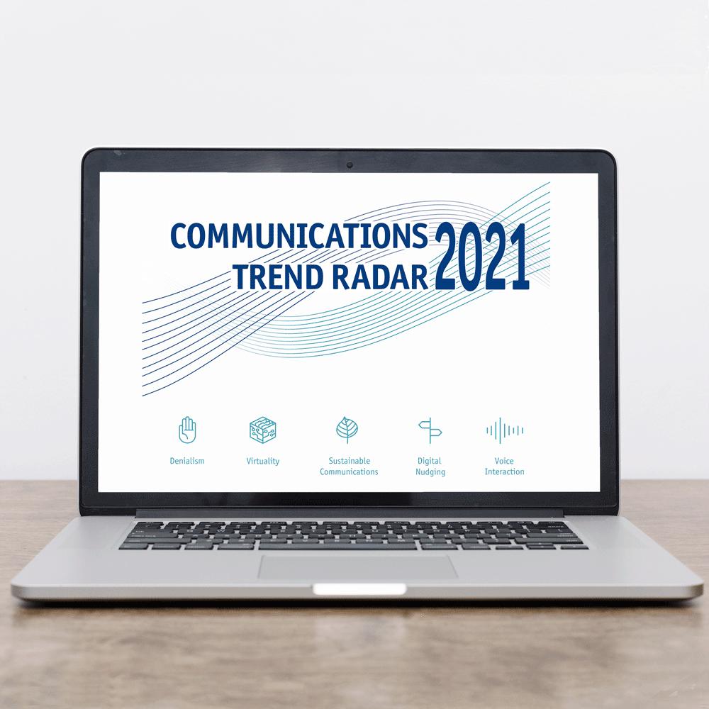 Das Bild zeigt einen Laptop mit der AGUK-Studie zu den Kommunikationstrends 2021.